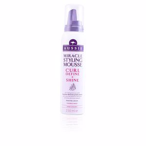 Hair styling product CURL DEFINE & SHINE styling mousse Aussie