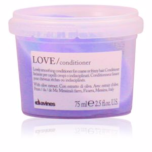 Anti frizz hair products - Detangling conditioner LOVE smoothing conditioner Davines